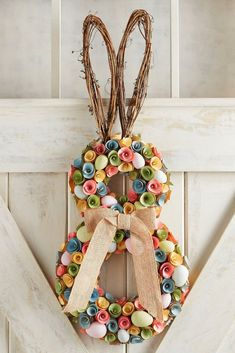 I love this Rabbit Wreath!! Perfect for Easter and Spring! #ad #homedecor #wreath #easter #easterdecor #easterwreath #springwreath #springdecor #professionalpinner