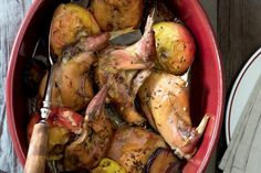 Králík na jablkách | Apetitonline.cz Rabbit, Potatoes, Vegetables, Cooking, Game, Food, Bunny, Kitchen, Rabbits