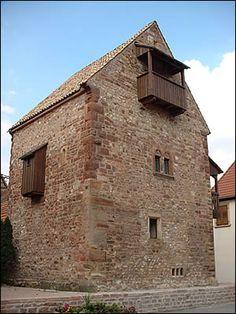 La maison romane de Rosheim  le plus ancien bâtiment roman d'Alsace (1152),