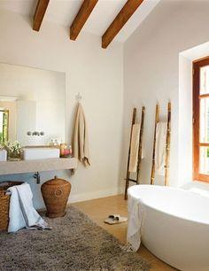 rustikaler stil bad körbe badewanne handtuchständer