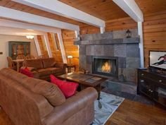 Kaley Vacation Rental Cabin Agate Bay (California) Kaley Vacation Rental Cabin is a holiday home set in Carnelian Bay, 40 km from Reno. The unit is 34 km from South Lake Tahoe. Free WiFi is offered throughout the property. The kitchen comes with a dishwasher.