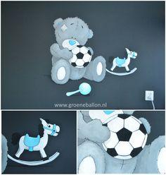 me-to-you beertje met bal | hobbelpaard | muurschildering | kinderkamer | www.groeneballon.nl | Den Haag