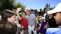 Niall with Justin Timberlake and Justin Rose at Augusta today Justin Rose, Augusta National Golf Club, Masters Golf, Putt Putt, Best Fan, Fun Loving, Justin Timberlake, Niall Horan, Beautiful Boys