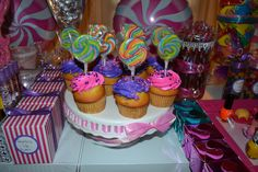 cupcakes with lollipop