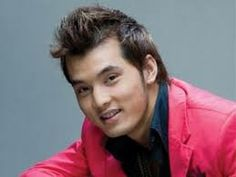 """Ưng Hoàng Phúc was born on August 18, 1981 in An Giang. He was a member of the all mael group """"1088,"""" but became a solo act in 2002. #UngHoangPhuc #VietNam #SEASongoftheWeek More info/listen: http://www.cseashawaii.org/2014/02/ung-hoang-phuc/"""