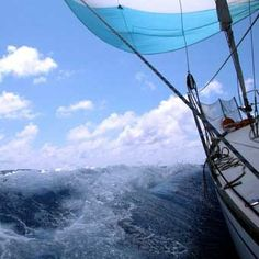 A sailing charter off of Amelia Island may very well be one of the most relaxing and breathtaking experiences you could have on the open water! Tuscany Beaches, Scuba Diving Lessons, Experience Gifts, Amelia Island, Traverse City, Beautiful Ocean, Open Water, Nature Images, Background Templates