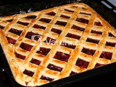 Výborný a jednoduchý koláč, co dělá maminka. Když jsem byla malá, pamatuji si, že jsem si často přála ten mřížkovaný. Výborný na smíchání zbytků marmelád. Vareni.cz - recepty, tipy a články o vaření.