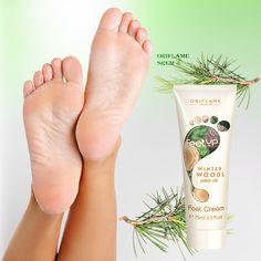 31977-Feet Up Winter Woods krema za stopala neguje i omekšava stopala tokom zimskih meseci. Obogaćena je umirujućim uljem cedra koje opušta i okrepljuje stopala te hidratantnim glicerinom. Poboljšava opšte stanje stopala.