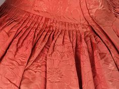 Detail pleats, robe à l'Anglaise, Great Britain, c. 1740. Orange silk brocade with floral pattern.