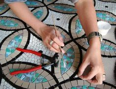 Elizabeth de Ath- Mosaic Artist and her process. Mosaic Diy, Mosaic Garden, Mosaic Crafts, Mosaic Projects, Mosaic Wall, Mosaic Glass, Mosaic Tiles, Stained Glass, Glass Art