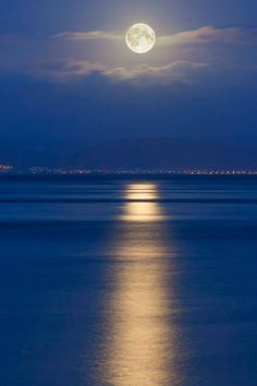 Hahnemuhle PHOTO RAG Fine Art Paper (other products available) - Full moon over the Mumbles, Swansea, Wales, United Kingdom, Europe - Image supplied by WorldInPrint - Fine Art Print on Paper made in the UK Full Moon Pictures, Beautiful Moon Pictures, Milky Way Stars, Monte Fuji, Shoot The Moon, Moon Photography, Landscape Photography, Super Moon, Moon Art