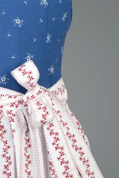 This reminds me of my dirndl when I was little. Gössl Blaudruck Detail