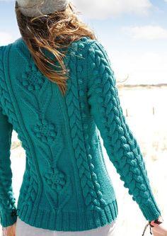 Пуловер красивым узором