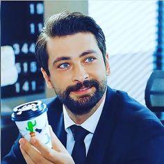 Turkish Men, Turkish Beauty, Turkish Actors, Black Roses Wallpaper, Medical Anatomy, Photo Wallpaper, Cool Eyes, Gorgeous Men, Tuna
