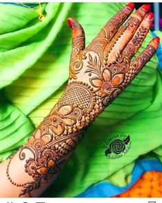 Striking Khafif mehndi designs collection for hands to try in 2019 Henna Hand Designs, Dulhan Mehndi Designs, Pakistani Henna Designs, Khafif Mehndi Design, Simple Arabic Mehndi Designs, Stylish Mehndi Designs, Wedding Mehndi Designs, Mehndi Art Designs, Mehndi Design Pictures
