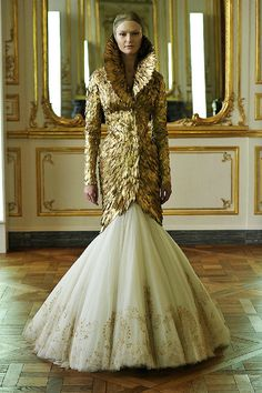 Savage Beauty: Last Look of McQueen AW 2010-11 Collection. Gold Feathers.