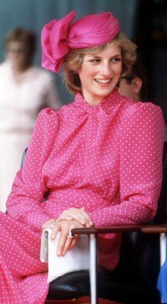 Princess Diana Fashion, Princess Diana Pictures, Princess Photo, Princess Of Wales, Princesa Diana, Royal Fashion, Fashion Looks, Pink Fashion, Fashion Outfits