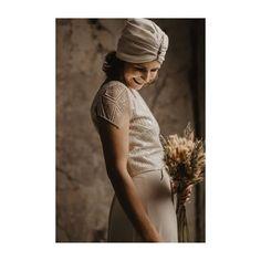 FOCUS ON THE GOOD // Nach den eher unschönen Bildern von heute, gibt's noch was wunderbares zu sehen. Und zwar die strahlende… One Shoulder Wedding Dress, Couture, Bridal, Wedding Dresses, Instagram, Handmade, Fashion, Spot Lights, Photo Illustration