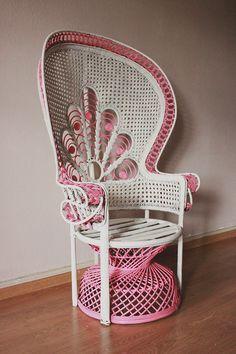 DIY : repeindre un fauteuil en rotin pour lui donner un côté fun !