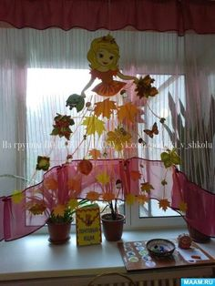 Фотография Class Door Decorations, Infant Room Daycare, Diy And Crafts, Crafts For Kids, Fairy Princesses, Paper Flowers Diy, Classroom Design, Spring Crafts, Sewing For Kids
