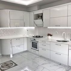 35 The Idiot's Manual to Designing a White Kitchen Explained - onlyhomely - Best Pins Live Kitchen Room Design, Kitchen Cabinets Decor, Home Decor Kitchen, Interior Design Kitchen, Home Kitchens, Kitchen Flooring, Contemporary Kitchen Design, Cuisines Design, Küchen Design