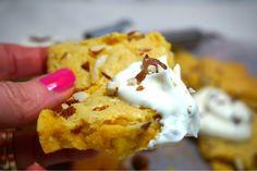 Krämig saffrancookie dessert med vispad grädde Christmas Sweets, Christmas Goodies, Christmas Baking, Cookie Desserts, Frosting, Sweet Tooth, Deserts, Food And Drink, Treats