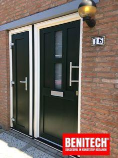Prachtige deuren van kunststof. Pet Travel, Types Of Doors, Crates, Garage Doors, Cottage, Outdoor Decor, Home Decor, Decoration Home, Room Decor