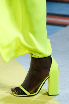 Versace Spring 2019 Ready-to-Wear Fashion Show Details: See detail photos for Versace Spring 2019 Ready-to-Wear collection. Look 119 Ugly Shoes, Sock Shoes, Women's Shoes, High Shoes, Unique Shoes, Trendy Shoes, Sneakers Fashion, Fashion Shoes, Verde Neon