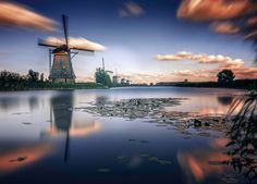 Windmills of Holland. - Discover the splendid Windmills of Kinderdijk to see how the Dutch have been controlling the waters for over 1000 years. It's a unique spectacle!