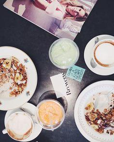 Morgenen starter i selskab med webshoppen @brownsfashion  #paris #modeuge #ELLEiParis  via ELLE DENMARK MAGAZINE OFFICIAL INSTAGRAM - Fashion Campaigns  Haute Couture  Advertising  Editorial Photography  Magazine Cover Designs  Supermodels  Runway Models