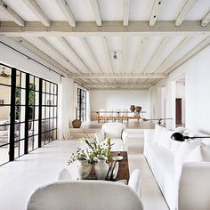 Calvin Klein's living room in Mami Beach - Home Design and Decoration Chic Living Room, Home And Living, Living Rooms, Miami Beach House, Interior Design Minimalist, Scandinavian Apartment, Celebrity Houses, Celebrity News, White Rooms