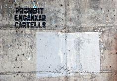 Prohibit enganxar cartells.