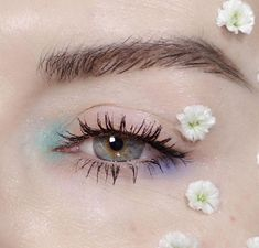 Are you looking for ideas for your Halloween make-up? Navigate here for cute Halloween makeup looks. Creative Makeup Looks, Unique Makeup, Cute Makeup, Pretty Makeup, Colorful Makeup, Easy Makeup, Simple Makeup For Party, Blue Eye Makeup, Eyeshadow Makeup