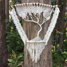 Tree of life macrame wall hanging modernmacrame Macrame Design, Macrame Art, Macrame Projects, Macrame Knots, Macrame Wall Hanging Patterns, Macrame Plant Hangers, Macrame Patterns, Macrame Curtain, Micro Macramé