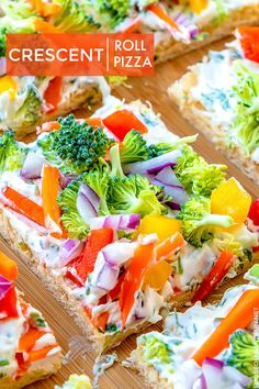 This Simple Crescent Roll Pizza Appetizer recipe is easy to make and always a hit at parties! You can even serve this veggie pizza recipe for dinner! Dinner Party Appetizers, Pizza Appetizers, Appetizers For A Crowd, Appetizers For Party, Appetizer Recipes, Pizza Snacks, Pizza Food, Appetizer Ideas, Food Food
