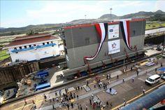 Trasladan la primera de las nuevas compuertas de la ampliación del Canal de Panamá - Yahoo Finanzas España