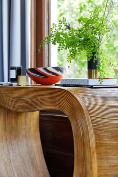 Chloe Warner of the now East Bay based firm, Redmond Aldrich, turned a Gold Coast era dining room into a contemporary and chic space, while preserving the home's architectural integrity and authentic design details
