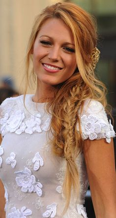 Big fan of the fishtail plait - Blake Lively looks fab with one. Plaits Hairstyles, Bohemian Hairstyles, Pretty Hairstyles, Wedding Hairstyles, Bridesmaid Hair, Prom Hair, Hair Dos, Gorgeous Hair, Updo
