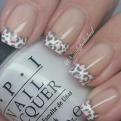 17 French Nails With a Twist – Go wild with animal prints. 17 French Nails With a Twist – Gehen Sie wild mit Tierdrucken. Fabulous Nails, Gorgeous Nails, Love Nails, Fun Nails, Pretty Nails, Edgy Nails, Elegant Nails, Cheetah Nail Designs, Leopard Print Nails