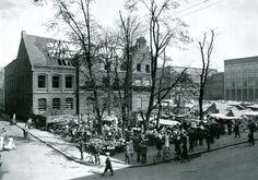 Plac Moltkego (obecnie to plac Jana III Sobieskiego) i dawna bursa podczas wyburzania w 1932 roku.