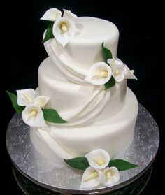 wedding cakes teal calla lily cake - except with purple calla lilies Round Wedding Cakes, Wedding Cake Photos, Fondant Wedding Cakes, Wedding Cakes With Flowers, Cool Wedding Cakes, Elegant Wedding Cakes, Wedding Cake Designs, Wedding Cake Toppers, Fondant Cakes