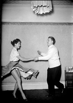 62 New Ideas Ballroom Dancing Photography Vintage Lindy Hop Lindy Hop, Swing Dancing, Shall We Dance, Lets Dance, Arte Do Pulp Fiction, Bailar Swing, Summer Family Pictures, Family Picture Outfits, Dance Like No One Is Watching