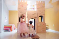 Do i dare try to make this castle?  i have the creativity, just not the time.......     The Busy Budgeting Mama: My Girls Storybook Princess Party