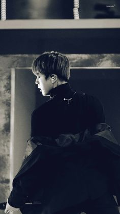 Read BTS Appreciation: Shoulder Jin Wallpapers from the story втs ωαℓℓραρєяs ? ˎˊ˗ by yeovibes (ً) with reads. Seokjin, Namjoon, Bts Jin, Jungkook Hot, Wattpad, Mafia, Nct, Bts Black And White, Yoongi