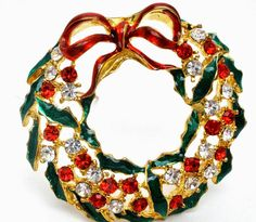 Pretty Christmas Rhinestone Wreath Enamel by TheJewelryLadysStore Vintage Rhinestone, Vintage Brooches, Vintage Pins, Xmas Wreaths, Christmas Jewelry, Vintage Holiday, Vintage Costumes, Antique Jewelry, Vintage Jewelry