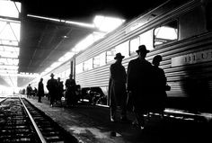Stanley Kubrick - Commuters in a Train Station, Chicago, 1948.