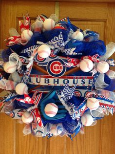 Chicago Cubs baseball wreath Baseball Wreaths, Sports Wreaths, Wreath Crafts, Diy Wreath, Wreath Ideas, Chicago Cubs Gifts, Baseball Gloves, Pro Baseball, Cubs Baseball