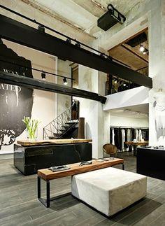 Vienne / Boutique Wolfensson : du béton et du bois /