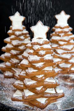These stunning snowy Gingerbread trees are made of layers of delicious, spicy gingerbread stars glued together with royal icing. Winter Desserts, Christmas Desserts, Christmas Recipes, Christmas Cookies, Holiday Recipes, Merry Christmas, Ginger Bread Biscuits, Iced Biscuits, Cookie Recipes