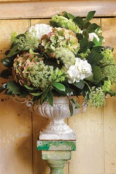 How to use chicken wire - Flower Arranging Advice And Ideas (houseandgarden.co.uk)